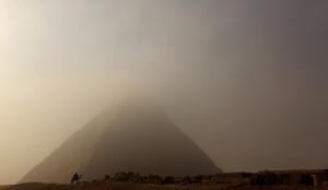 EGYPT-SCENE-PYRAMIDS